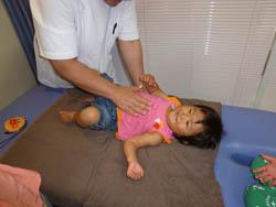 当院の施術は非常にソフトなので、赤ちゃんからお年寄りまで、安心して受けて頂けます。