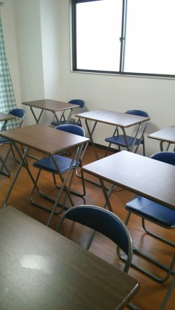 土日祝も使える自習室を完備、飲食可、お茶は用意してます。